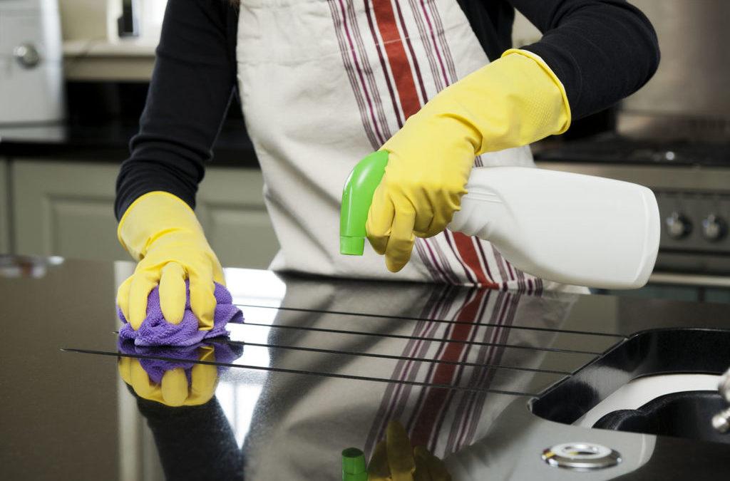 Bares y restaurantes: Por qué es necesario contratar un servicio de limpieza profesional