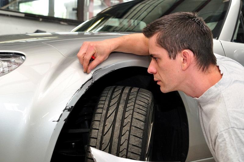 ¿Es posible quitar los roces de un coche?